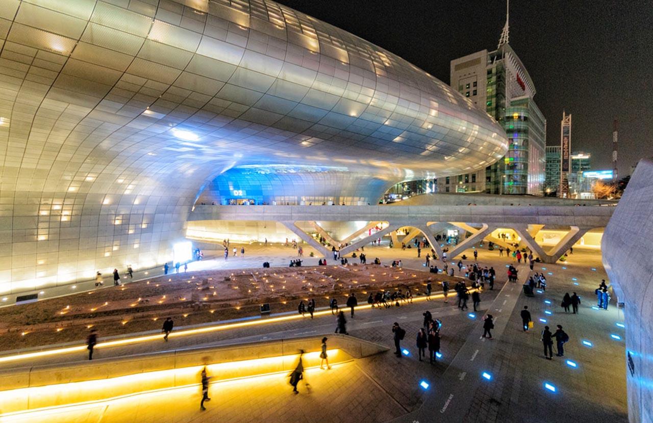 Dongdaemun Design Plaza A Ufo In Seoul City Onedaykorea Travel Blog